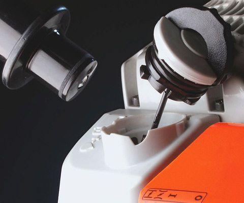 Топливный бак с крышкой, открываемой без вспомогательного инструмента